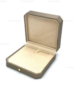 Small necklace box